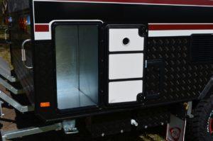 salute-caravans-sabre-angled-kitchen-external-013
